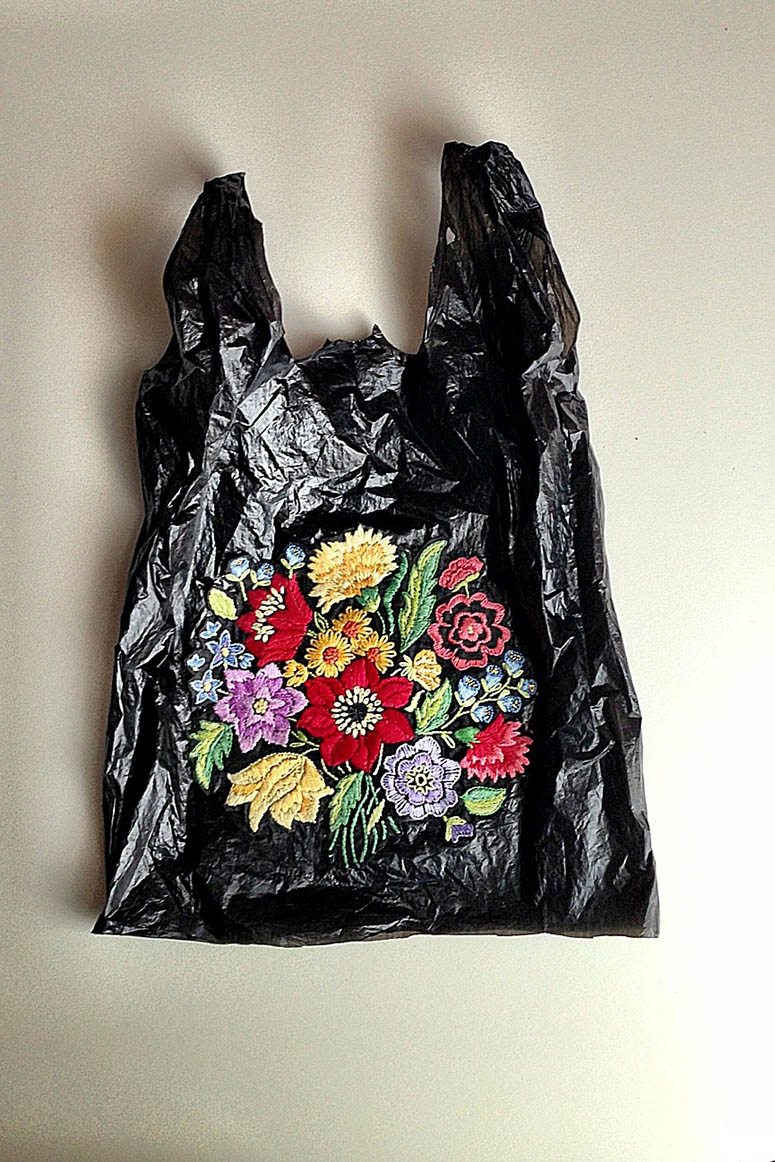 Nicoletta de la Brown - embroidery on bags