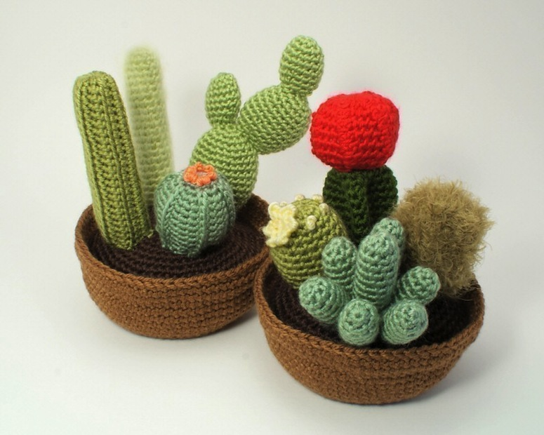 Crochet cactus pattern PDF by Planet  June.