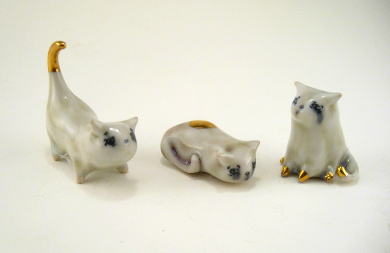 I just bought one of these adorable kitties from Silver Lining Ceramics!