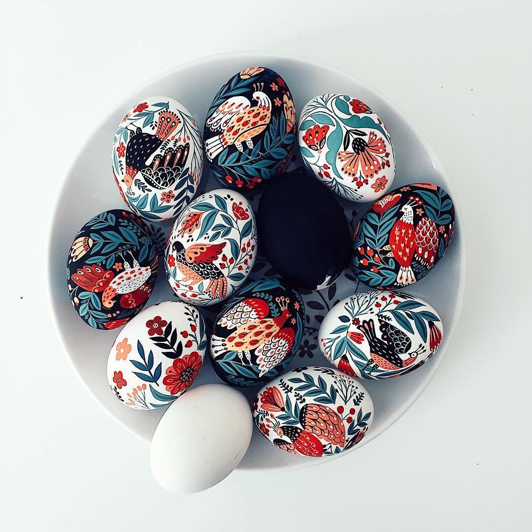painted eggs by Dinara Mirtalipova