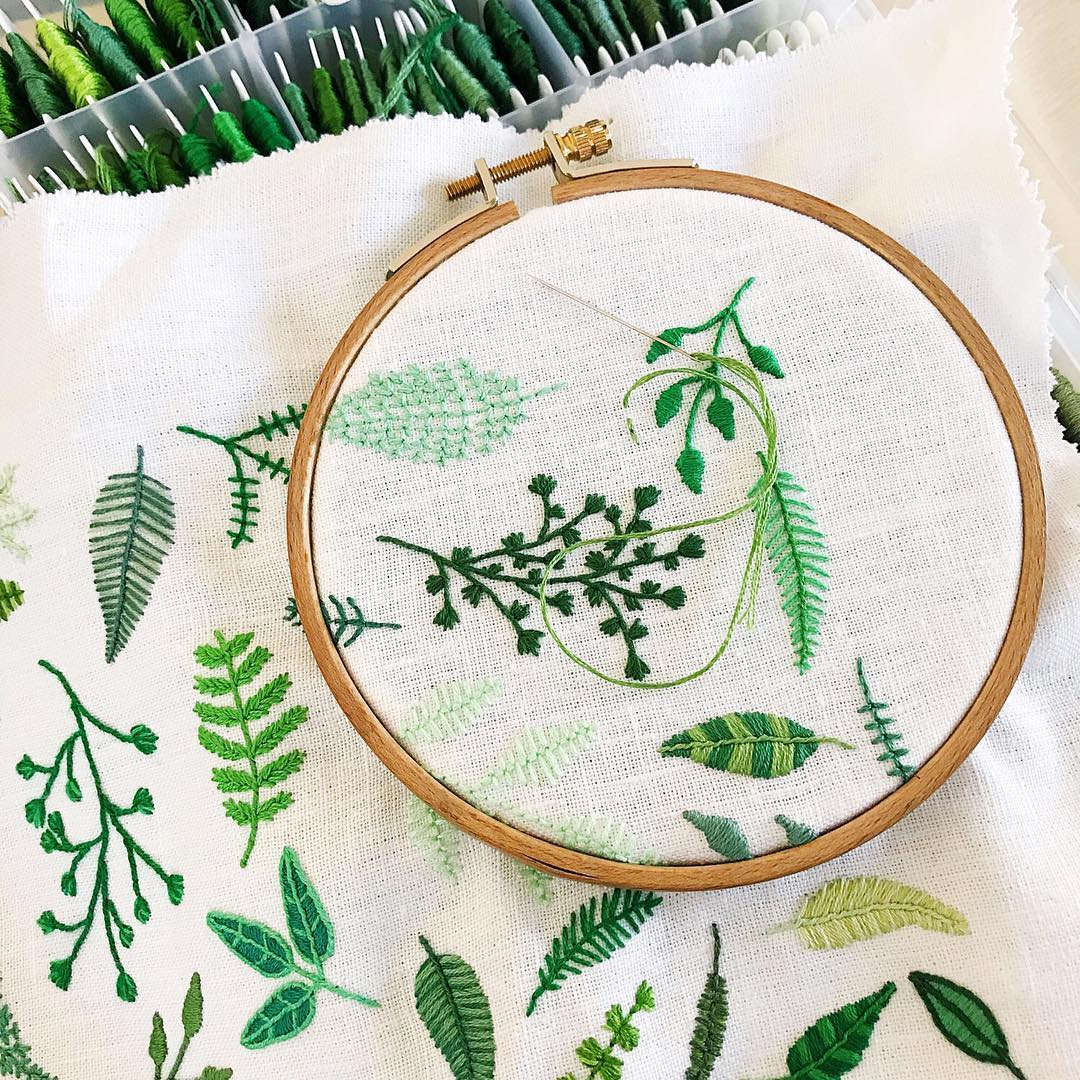 Tiny Embroidery Stitches Small Blooms Into Spontaneous ...