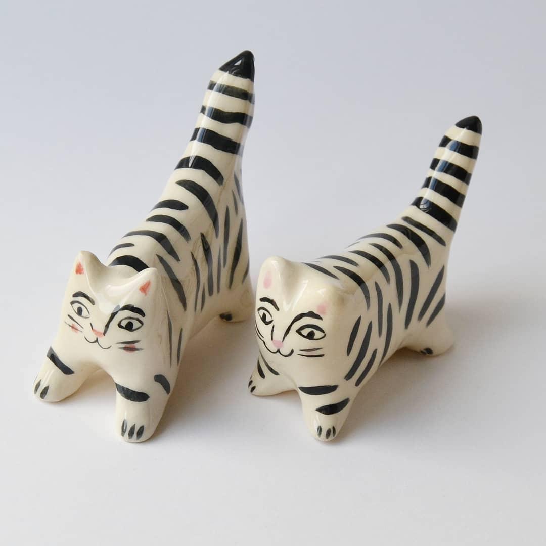 Ceramic cat figurines by Livia Coloji