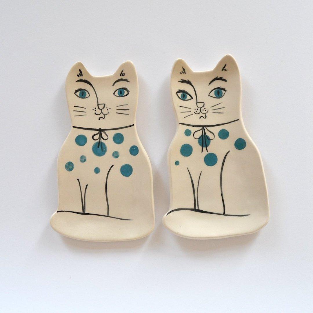 Ceramic cat plate by Livia Coloji