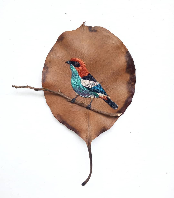 Embroidery on leaves Laura Dalla Vecchia